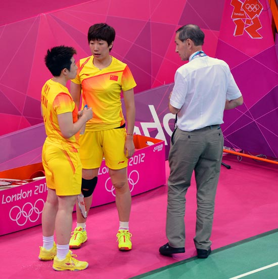 Wang Xiaoli and Yang Yu of China speak to an official