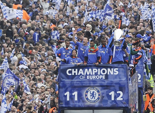 Chelsea football players returning from their Champions League final victory