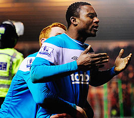 Sunderland's Stephane Sessegnon (right) celebrates