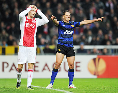 Javier Hernandez (right) of Manchester United celebrates
