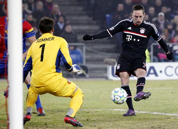 Bayern Munich's Franck Ribery (right) tries to score but his shot was blocked by FC Basel goalkeeper Yann Sommer