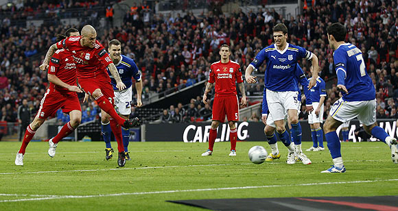 Liverpool's Martin Skrtel (2nd from left) scores the equaliser against Cardiff City