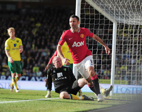Ryan Giggs of Manchester United celebrates his last minute goal during the Barclays Premier League match between Norwich City and Manchester United at Carrow Road