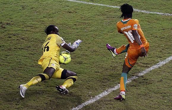 Gervinho misses a penalty