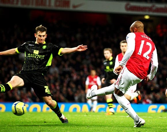 Thierry Henry scores the winning goal against Leeds United