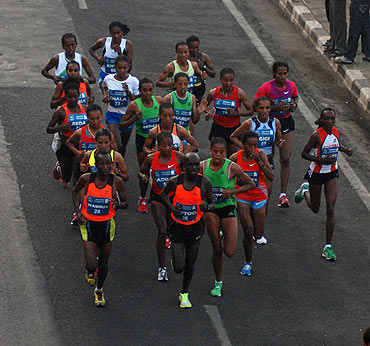 Athletes race close at the Mumbai Marathon