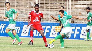 Churchill Bros and Salgaocar players in action