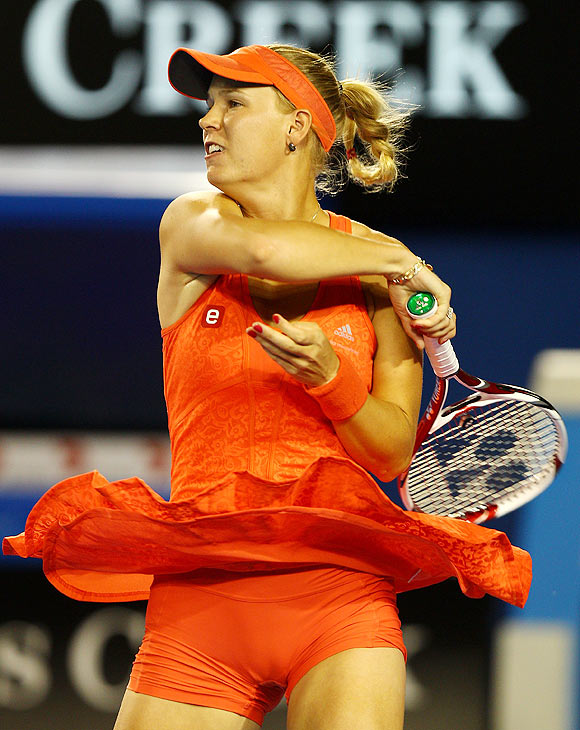 Wozniacki fights off Jankovic to ease into quarters