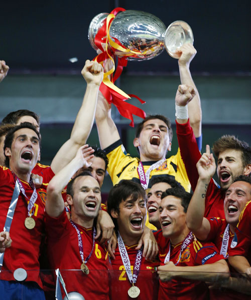 Spain's national soccer players celebrate with trophy after defeating Italy to win Euro 2012 final in Kiev