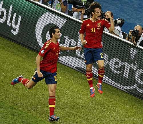 Spain's David Silva (R) with his team mate Alvaro Arbeloa celebrates his goal during their Euro 2012 final soccer match against Italy