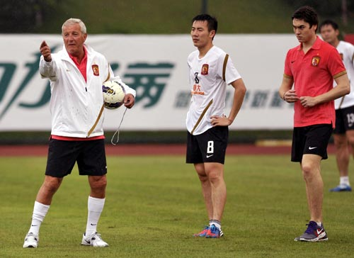 Coach Marcello Lippi (left) with Guangzhou Evergrande players during a training session