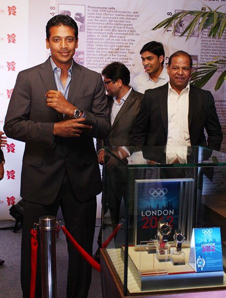 Mahesh Bhupathi (left) with PH Narayanan (Brand Manager - Omega India)