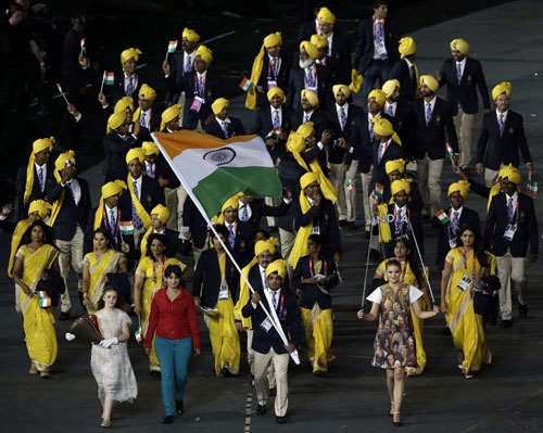 India's Sushil Kumar carries the flag during the Opening Ceremony