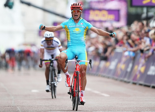 Kazakhstan's Alexandr Vinokurov celebrates