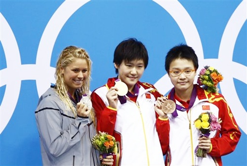 United States' silver medalist Elizabeth Beisel, left, China's gold medalist Ye Shiwen, center, and China's bronze medalist Li Xuanxu, right, pose for photographers