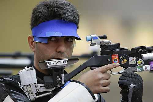 India's Abhinav Bindra shoots during qualifiers for the men's 10-meter air rifle event