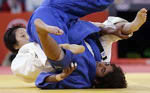 Yoshie Ueno of Japan flips Gartima Chaudhary