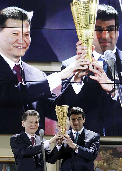 World chess champion Viswanathan Anand of India receives a wreath from the World Chess Federation President Kirsan Ilyumzhinov