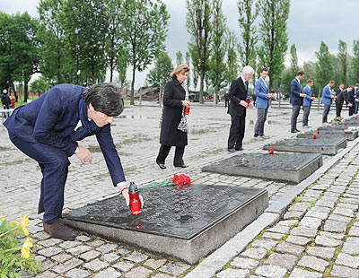 German coach Joachim Loew (left) and Dr. Charlotte Knobloch, President of the Jewish community of Munich and Upper Bavaria (second left) place candles as they pay their respects in memory of the victims of the Nazi regime