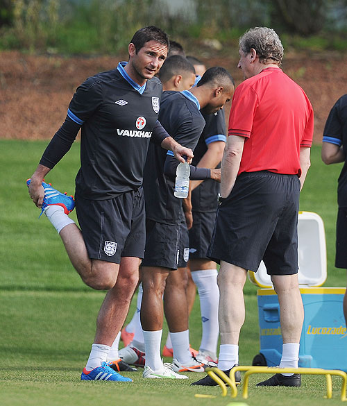 Frank Lampard speaks to manager Roy Hodgson during the England training session