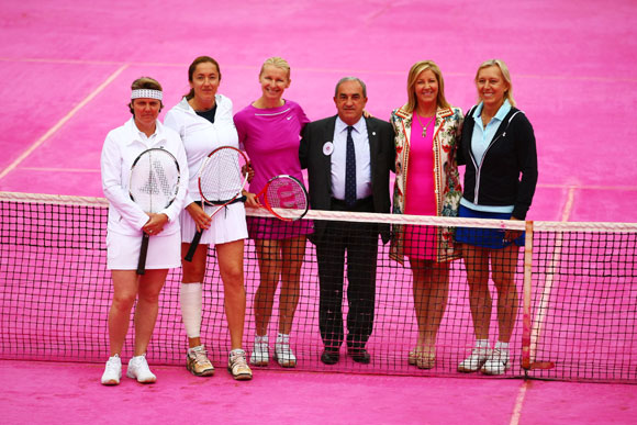 (L-R) Nathalie Tauziat, Sandrine Testud, Jana Novotna, President of the French Tennis Federation Jean Gachassin, Chris Evert and Martina Navratilova pose at the net