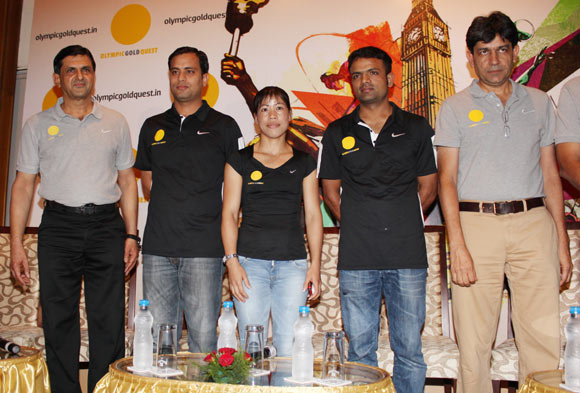 M C Mary Kom, Sanjeev Rajput and Vijay Kumar flanked by Prakash Padukone (left) and Geet Sethi