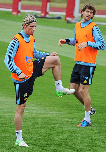Fernando Torres (left) and teammate Fernando Llorente go through the grind at a training session
