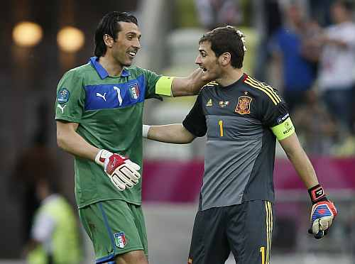 Italy's goalkeeper Gianluigi Buffon (L) and Spain's goalkeeper Iker Casillas talk after their Group C Euro 2012 soccer match at the PGE Arena