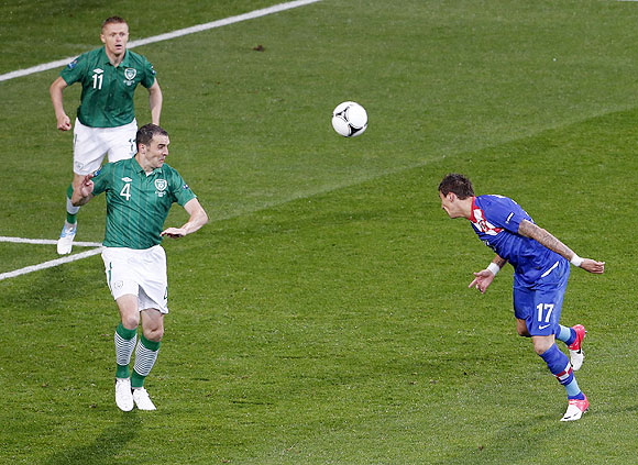 Croatia's Mario Mandzukic heads to score past Ireland's John O'Shea (2nd from left) and Damien Duff