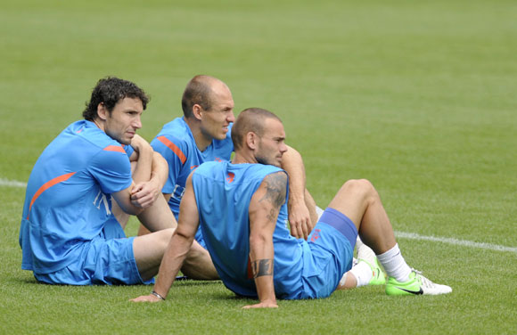 Netherlands' soccer players Mark van Bommel, Arjen Robben and Wesley Sneijder attend a training session during Euro 2012