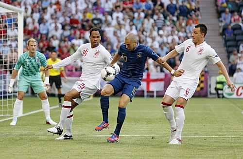 France's Karim Benzema (C) controls the ball next to England's Joleon Lescott (L) and John Terry during the Group D Euro 2012 soccer match against France