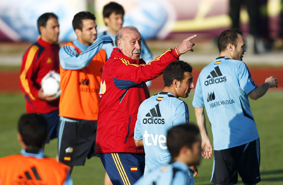 Spain's coach Vicente del Bosque gives instructions to his players after a training session at Gniewino