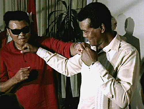 Former boxing champion Muhammad Ali (L) playfully boxes with Cuban former amateur heavyweight Teofilo Stevenso
