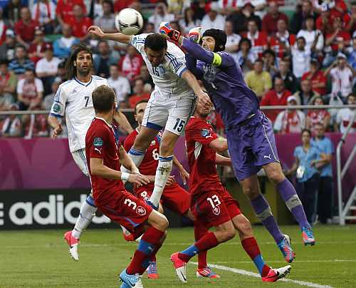 Greece's Giorgos Samaras (L) and Czech Republic's Michal Kadlec look on as Czech Republic's goalkeeper Petr Cech (R) fights for ball with Greece's Vassilis Torossidis (C) during their Group A Euro 2012 soccer match