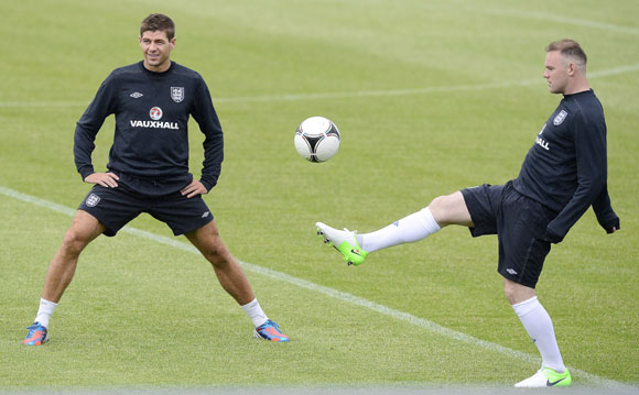 England soccer player Wayne Rooney (R) and Steven Gerrard warm-up during a training session during the Euro 2012 at the Hutnik stadium in Krakow