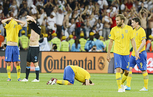 Sweden's Svensson, Mellberg and Kallstrom react to their team's defeat by England