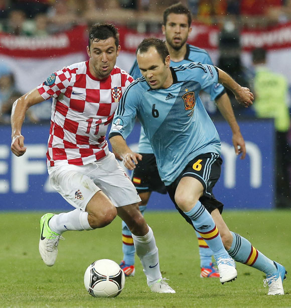 Croatia's Darijo Srna (L) and Spain's Andres Iniesta fight for the ball during their Group C match in Gdansk