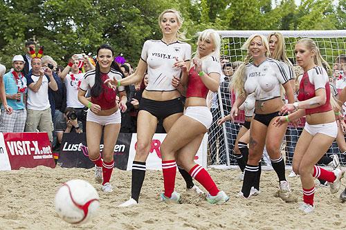porno-foto-sbornoy-ukraini-po-futbolu