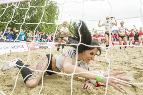 PHOTOS: Sexy Soccer Game in Berlin