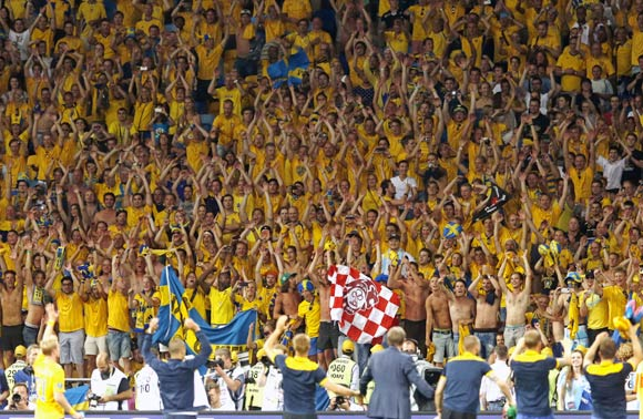 Sweden's fans celebrate victory against France