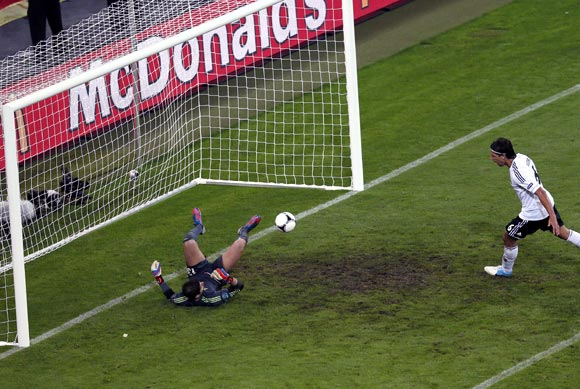 Khedira scores the second goal for Germany