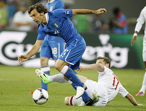 England's Scott Parker (right) tries to challenge Italy's Andrea Pirlo (left)