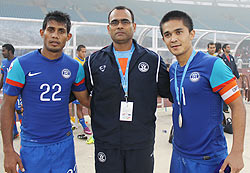 Coach Savio Medeira flanked by Sunil Chhetri (right) and Syed Rahim Nabi