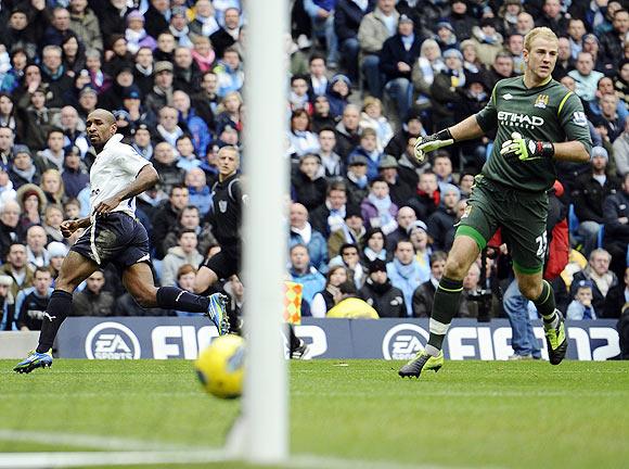 Tottenham Hotspur's Jermaine Defoe (left) shoots past Manchester City's Joe Hart to score