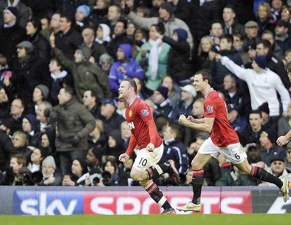 Manchester United's Wayne Rooney (centre) celebrates after scoring against Tottenham Hotspur