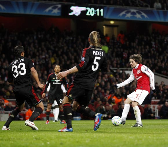 Tomas Rosicky (right) scores Arsenal's second goal