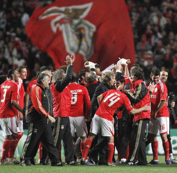 Benfica's players celebrate victory