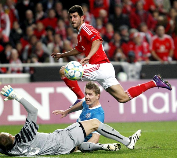 Benfica's Nelson Oliveira scores the second goal