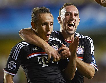 Bayern Munich's Rafinha (left) celebrates with team-mate Franck Ribery