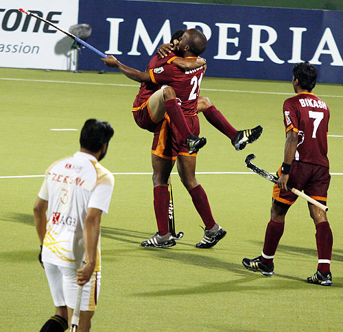 Lungile Tolekile of Pune Strykers celebrates with team-mates